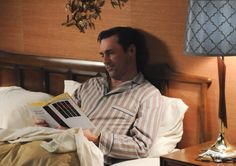 Mad Men Season 5 - Don Draper (Jon Hamm) in Episode 7 Don Draper, Rory Gilmore, Mad Men Season 5, John Hamm, Celebrities Reading, Mad Men Fashion, Episode Guide, What To Read, Reading Lists