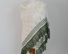 Gehaakte kant omslagdoek, oranje. Haakwerk in een fundamentele steek, met een mooie kant trim.  Deze sjaal kan worden gedragen met jeans casual of elegante voor een speciale gelegenheid.  De sjaal is gemaakt; 80% merinoswol 20% polyamide  De metingen zijn; 70/ 180cm breed en 35 / 90cm lang.  Wilt u andere sjaals; Zie http://www.etsy.com/shop/Berniolie?section_id=5505517  Of al mijn objecten; http://www.etsy.com/shop/Berniolie?ref=si_shop