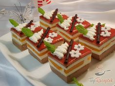 Csokis-krémes kocka sütés nélkül | TopReceptek.hu Christmas Goodies, Cheesecake, Waffles, Food And Drink, Yummy Food, Fruit, Cooking, Breakfast, Recipes