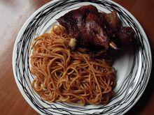 Αρνάκι κοκκινιστό με μακαρόνια στο φούρνο