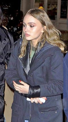 Lily-Rose Depp Photos - Actress Lily-Rose Depp leaves the 'C A Vous' TV show in Paris, France on November - Lily-Rose Depp Visits a TV Studio in Paris Lily Rose Depp Style, Lily Rose Melody Depp, Lily Rose Depp 2016, Emma Roberts, Johnny Depp, Bella Hadid, Kendall Jenner, Pretty People, Beautiful People