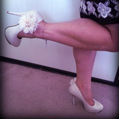 Flower accent pump. I fell in love with this so I bought them.