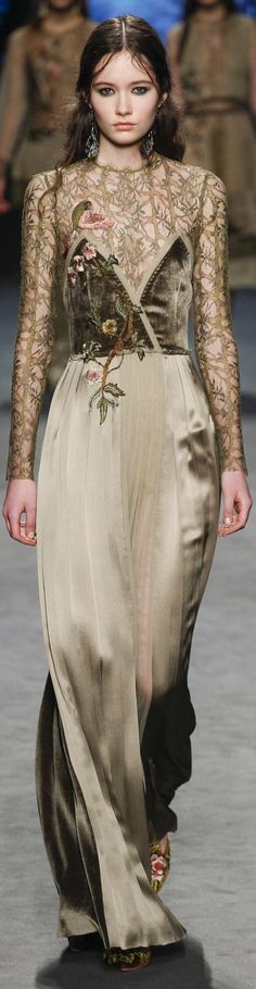 Alberta Ferretti Fall 2016 Ready-to-Wear Collection Photos - Vogue Haute Couture Style, Runway Fashion, High Fashion, Fashion Show, Milan Fashion, Vogue Fashion, Beautiful Gowns, Beautiful Outfits, Winter Mode