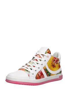 This is the best summer shoe for girls. It's like a rainbow mixed with flowers on a shoe. We love it! | Super mooie Keq sneaker voor meisjes met bloemenprint en knal roze zool!