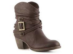 short brown boots need love want soooo bad!! <3
