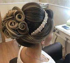 10 Most Amazing Wedding Hairstyles To Look Stunning During Your Weddings Wedding Hair And Makeup, Hair Makeup, Hair Wedding, Bridal Hair Buns, Bridal Hair Inspiration, Hair Up Styles, Bridesmaid Hair, Prom Hair, Bride Hairstyles