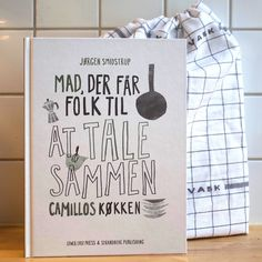 The cookbook and the bread bag from Camillo's Kitchen Bread Bags, Wine Recipes, Wines, Letter Board, Folk, Lettering, Kitchen, Poster, Cooking