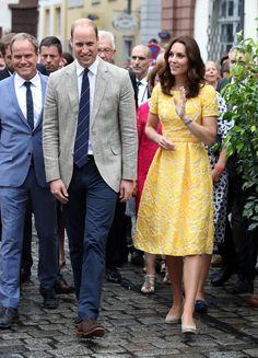 Kate Middleton Photos Photos - The Duke and Duchess of Cambridge Visit Germany - Day 2 - Zimbio