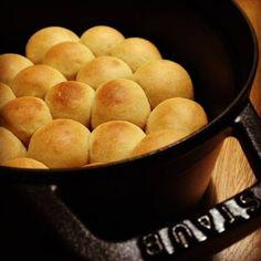 ストウブで焼く、ひとくちプチパン
