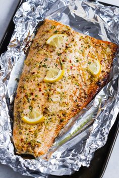 salmon recipes This Garlic Butter Salmon in Foil recipe is an ultra-easy and a flavoutful dinner to make during your busy weeknights. Its ready in less than 30 minutes. Salmon Dishes, Fish Dishes, Seafood Dishes, Seafood Recipes, Cooking Recipes, Healthy Recipes, Salmin Recipes, Healthy Foods, Salmon Meals