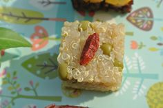 Birthday Dog recipe: quinoa, fresh peas and a goji berry. Super food ruleZ!