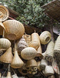 Marrakech : nos meilleures adresses déco - Die günstigsten Holzkisten auf dem Markt Marrakech Souk, Cafe Interior, Interior Design, Bamboo Light, Basket Lighting, Africa Destinations, Travel Destinations, Moroccan Decor, Baskets On Wall