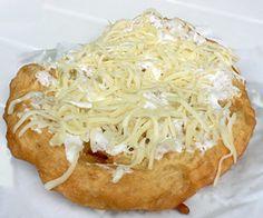 Lángos - Pastry (baked on oil) with garlic, cheese and sour cream on it. / Am liebsten mit Knoblauch, Sauerrahm und Käse