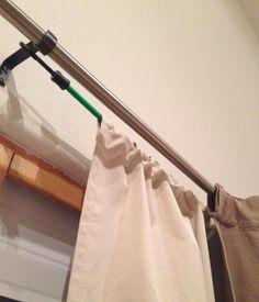 Metió unas monedas dentro de sus cortinas. Parecía un poco raro... ¡Hasta que veas los resultados!