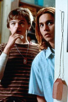 Leonardo Dicaprio and Johnny Depp in What's Eating Gilbert Grape Irgendwo In Iowa, Johnny Depp Leonardo Dicaprio, Leonardo Dicapro, Johnny Depp Pictures, Young Johnny Depp, Johny Depp, Papi, Old Movies, Beautiful Boys