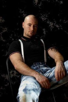 Bald men are sexy. Mode Skinhead, Skinhead Men, Skinhead Boots, Skinhead Fashion, Zerfetzte Jeans, Men In Tight Pants, Skin Head, Bald Men, Army Men
