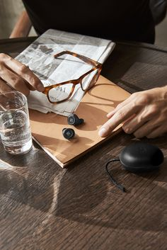 Beoplay E8 - Charcoal Sand. Truly wireless earphones, truly good looking at last. Beoplay E8 uniquely deliver best in class sound and fashionable looks in one smart and premium product.