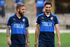 Daniele De Rossi (L) and Davide Astori of Italy chat during the training session at Italy club's training ground at Coverciano on August 31, 2017 in Florence, Italy.