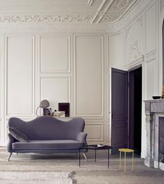 Home Design and Decor , French Interior Design Ideas For The Homes : French Interior With Architectural Detail And Grey Couch Classic Decor, Classic Interior, French Interior, Interior Architecture, Interior And Exterior, Plaster Ceiling Design, Home Sofa, Estilo Interior, Plafond Design
