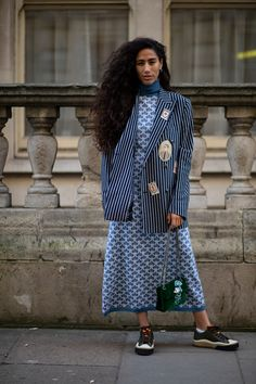 The Best Street Style Looks From London Fashion Week Fall 2020 Street Style Trends, Autumn Street Style, Street Style Looks, New York Fashion, London Fashion, Bright Winter Outfits, French Fashion, Style Fashion, Cool Street Fashion