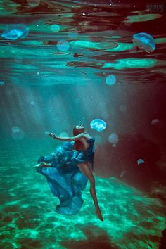 Underwater Photography / Fashion / Dress / Woman / Floating // ♥ More @lDarkWonderland