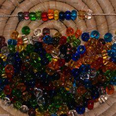 Lot 300 perles de rocaille cal.5/4,5mm - transparent - 12 couleurs - 26 gr