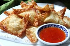 Crab Rangoon (or) Smoked Salmon Rangoon As shared from the kitchen of Mari's ~Once Upon a Plate You can make these simply folded into. Food N, Food And Drink, Shellfish Allergy, Crab Rangoon Recipe, Asian Recipes, Healthy Recipes, Appetizer Recipes, Appetizers, Cooking Together