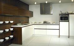 L-Form-Küche Luxio MX in Weiß und dunklem Holz (Rotpunkt Küchen)