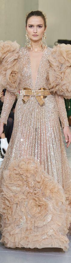 Fashion 2020, Runway Fashion, Fashion Show, Womens Fashion, Stunning Dresses, Beautiful Gowns, Elie Saab Spring, Elie Saab Couture, Evening Attire