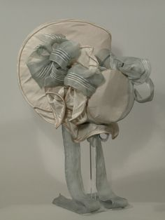 rear view of bonnet...This 1820s bonnet below is a good example of an formal bonnet for this period