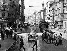 Rákóczi út. Budapest, 1959. MTI - Járai Rudolf felvétele Old Pictures, Old Photos, Vintage Photos, Hungary Travel, Anno Domini, History Photos, Budapest Hungary, Photos Of The Week, Eastern Europe