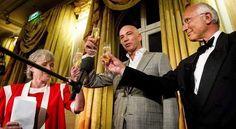 Tommy Wieringa springt in Amstel na winnen Libris-literatuurprijs 2013 voor zijn roman: Dit zijn de namen. Reserveer: http://www.theek5.nl/iguana/?sUrl=search#RecordId=2.276302