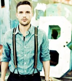 Check out this men's suspenders style with a denim shirt. Tuck in the shirt into some dark pants and use stripped suspenders for a trendy look. Mode Masculine, Hipsters, Beautiful Men, Beautiful People, Lovely Eyes, Suspenders Fashion, Men Suspenders, Looks Style, My Style