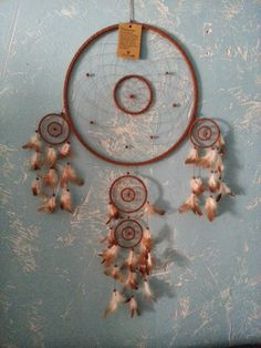 Dreamcatcher  http://www.nature-magique.com/au-dela-des-5-sens/dreamcatcher/dreamcatcher-attrapeurs-reves-5-cercles-grand-modele-naturel.html