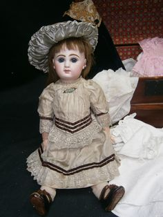 "EXTRAORDINARY 17""(43CM)FRENCH BEBE JUMEAU ANTIQUE DOLL SIZE-7 MARKED SHOES/EYE B 