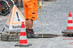 Wie oft werden die Kanäle gespült bzw. untersucht? Für jeden Kanal gibt es einen Reinigungsplan, der die Anzahl an Untersuchungen vorgibt. Sollte es anderweitig zu einer Verstopfung oder einem anderen Problem kommen, wird selbstverständlich eine außerplanmäßige Untersuchung (und Reparatur) ausgeführt. Planer, Investigations, Pipes, Cleaning