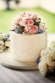 Beautiful cake for tea-time tea, brunch or bridal showers.