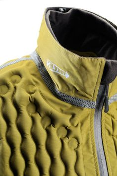 leManoosh collates trends and top notch inspiration for Industrial Designers, Graphic Designers, Architects and all creatives who love Design. Fashion Details, Look Fashion, Fashion Design, Sport Fashion, Mens Fashion, Smart Textiles, Embossed Fabric, Design Textile, Design Art