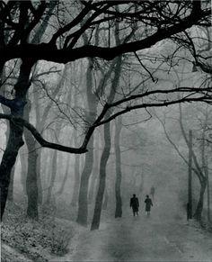Autumn Mood...by E.Umnov...1957 en ese anio se podia caminar seguros
