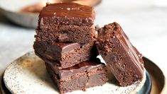 A delicious dairy free coconut chocolate fudge made with coconut oil and almond or coconut milk. This low carb chocolate fudge makes a tasty fat bomb snack. Fudge Recipes, Candy Recipes, Baking Recipes, Dessert Recipes, Keto Recipes, Easy Sweets, Keto Dessert Easy, Low Carb Chocolate, Chocolate Recipes