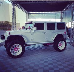LADIES THIS IS FOR US! ITS A WHITE JEEP DETAILED IN PINK!