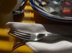 Reggelire terítve a Boulevard City Panzióban / Plates, Ceramics, City, Gallery, Tableware, Licence Plates, Ceramica, Dishes, Pottery