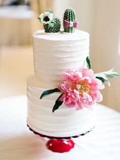 Fun Southwestern inspired cake: http://www.stylemepretty.com/arizona-weddings/paradise-valley/2015/07/09/colorful-mexican-heritage-inspired-wedding/ | Photography: Rachel Solomon - http://rachel-solomon.com/