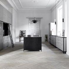 Copenhagen Joinery Københavns Møbelsnedkeri @kbhsnedkeri  #kitchen #kitchendesign #joinery #flooring #floor #oakfloor #parquetry #kitchencabinets #instakitchen #KøbenhavnsMøbelsnedkeri #copenhagenjoinery #Danishdesign #louispoulsen #interiordesign #interiors