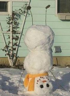 Muñeco de nieve haciendo el pino