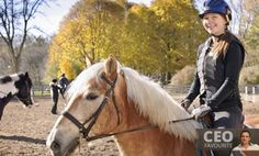 Mastering the fundamentals of horseback riding is an important part of becoming a good rider. These 19 beginner horse riding exercises will help you learn the fundamental skills necessary. Horse Riding Tips, Horse Riding Clothes, Riding Hats, Riding Helmets, Horse Tips, Equestrian Outfits, Equestrian Style, Horseback Riding Lessons, Classic Equine