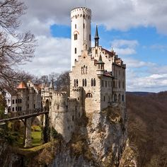 Lichtenstein Castle | Lichtenstein Castle Wallpaper - 1024x1024