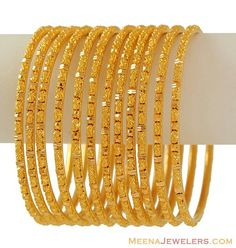 15 Latest Gold Bangles in 10 Grams gold bangles in 10 grams Gold Bangles Design, Gold Jewellery Design, Gold Jewelry Simple, Simple Necklace, Bangle Set, Bangle Bracelets, Schmuck Design, Jewelry Collection, Fashion Jewelry