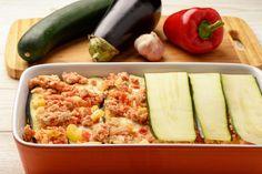 Szaftos, karcsúsító hamis lasagne – Ugyanolyan finom, mint az igazi - Receptek | Sóbors Roasted Vegetable Lasagna, Zucchini Lasagna Recipes, Zucchini Casserole, Vegetable Casserole, Roasted Vegetables, Veggies, Zucchini Aubergine, Cashew Ricotta, Healthy Eating