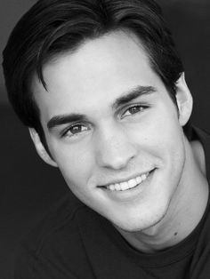 Chris Wood to Star as Carrie's Love Interest in Season 2 of 'The Carrie Diaries'